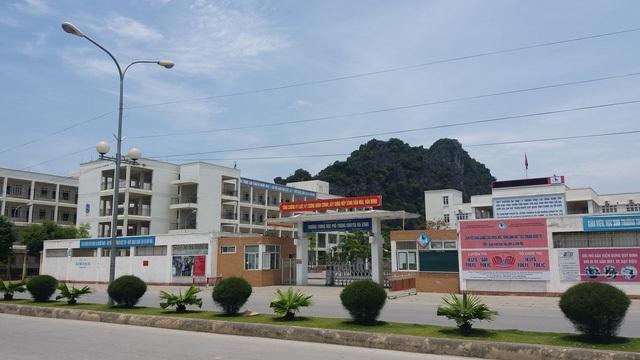 Trường THPT chuyên Hạ Long (tỉnh Quảng Ninh).