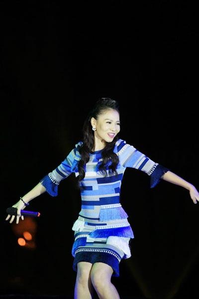 Giọng ca vang khỏe với kĩ thuật thanh nhạc điêu luyện của Thu Minh đã thổi một làn gió mới vào những ca khúc trứ danh, đi cùng năm tháng.