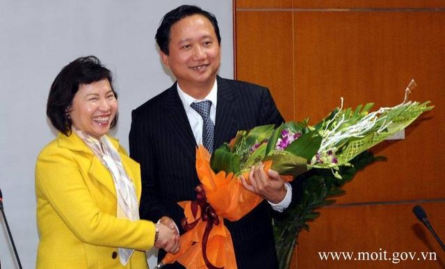 Thứ trưởng Hồ Thị Kim Thoa trong một lần trao quyết định bổ nhiệm Trịnh Xuân Thanh.