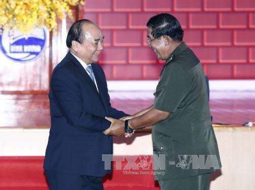 Thủ tướng Nguyễn Xuân Phúc và Thủ tướng Hun Sen nhất trí tăng cường phối hợp tại các diễn đàn khu vực và quốc tế (ảnh: TTXVN)