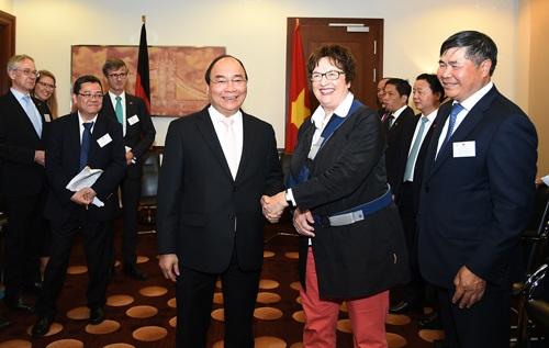 Thủ tướng Nguyễn Xuân Phúc gặp Bộ trưởng Kinh tế và Năng lượng Liên bang Đức Brigitte Zypries (ảnh: VGP)