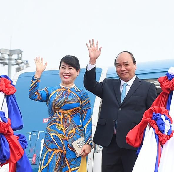 Thủ tướng Nguyễn Xuân Phúc và Phu nhân rời Hà Nội lên đường thăm Cộng hòa Liên bang Đức, sáng sớm 5/7 (ảnh: TTXVN)