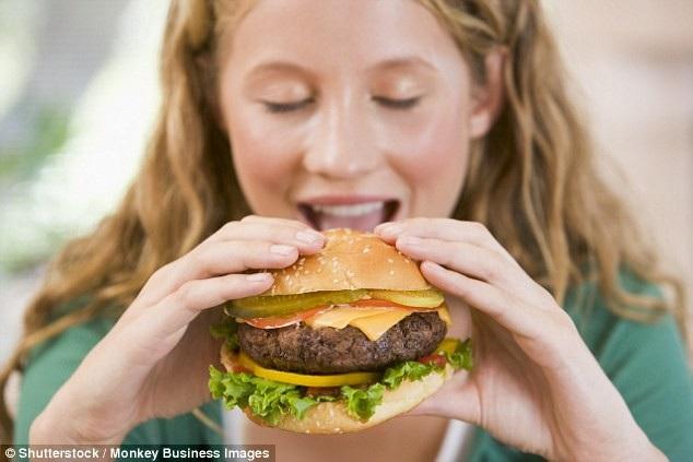 """Nước tăng lực và đồ ăn nhanh gây hại cho """"tuổi teen"""" như thế nào? - 1"""