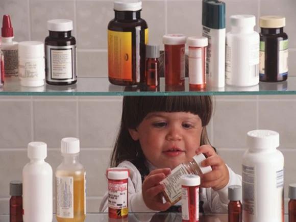 Trẻ em dưới 6 tuổi chiếm tới 1 triệu cuộc gọi tới các trung tâm chống độc ở Mỹ mỗi năm