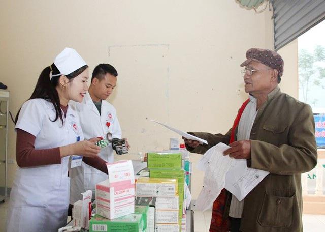 Đối với các bệnh thông thường, người dân được cấp phát thuốc miễn phí. Đối với các triệu chứng bệnh nặng được tư vấn, hướng dẫn lên tuyến trên để điều trị