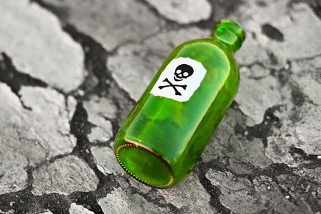 Thanh dùng thuốc diệt cỏ pha vào li bia để đầu độc người tình (ảnh minh họa)