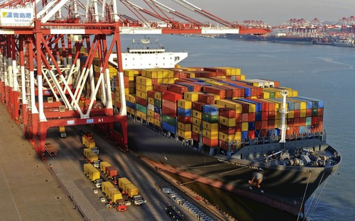 Năm 2016, Trung Quốc tiếp tục là đối tác thương mại lớn nhất của Việt Nam với tổng giá trị hàng hoá trao đổi lên tới 71,9 tỷ USD.