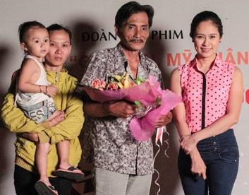 Hiện nay nam diễn viên sống tại Phan Rang cùng với gia đình. Thương Tín đưa Kim Chi, người vợ hiện tại và con gái tới buổi tiệc chia tay anh sau khi đóng xong phim Già gân, mỹ nhân và găng tơ.