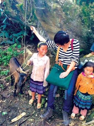 Thu Trang- nữ nhà báo mắc nợ với trẻ em vùng cao.
