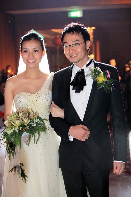 Chỉ hai năm sau khi đăng quang, Thùy Lâm bất ngờ kết hôn, càng bất ngờ hơn khi người đàn ông cô lựa chọn không phải là một đại gia hay một doanh nhân giàu có mà là một tiến sĩ kinh tế.