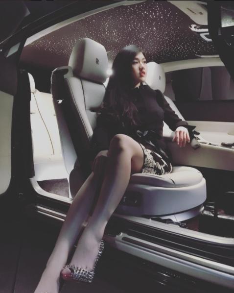 Cuộc sống sang chảnh của tiểu thư nổi danh Instagram Hội con nhà giàu Việt - 7