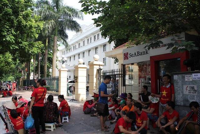 Tiểu thương chợ Đồng Đăng trong một lần kéo xuống Bộ Công Thương để kêu cứu