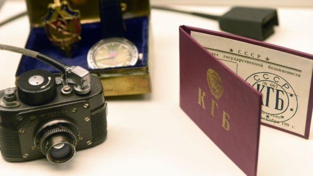 Điệp viên bất hợp pháp thường sống lẫn vào cộng đồng dân cư bình thường ở nước ngoài, thay vì dưới vỏ bọc ngoại giao như điệp viên hợp pháp (Ảnh: BBC)