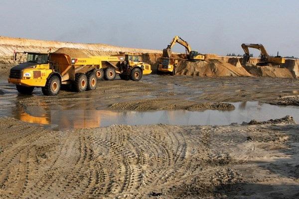 Nhiều ý kiến trái chiều về tiếp tục triển khai hay dừng dự án sắt Thạch Khê. Ảnh: Hà Thái/TTXVN