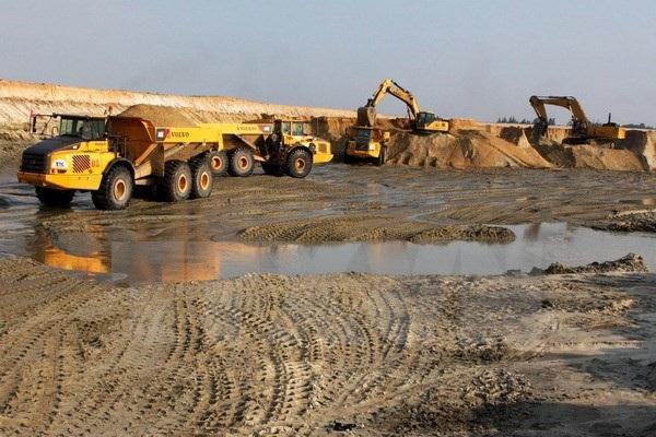 Rất nhiều ý kiến tranh cãi về việc dừng hay tiếp tục triển khai dự án mở sắt Thạch Khê