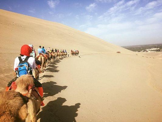 """""""Phượt"""" Cam Túc: Thám hiểm canyons, cưỡi lạc đà, camping trên sa mạc… - 17"""