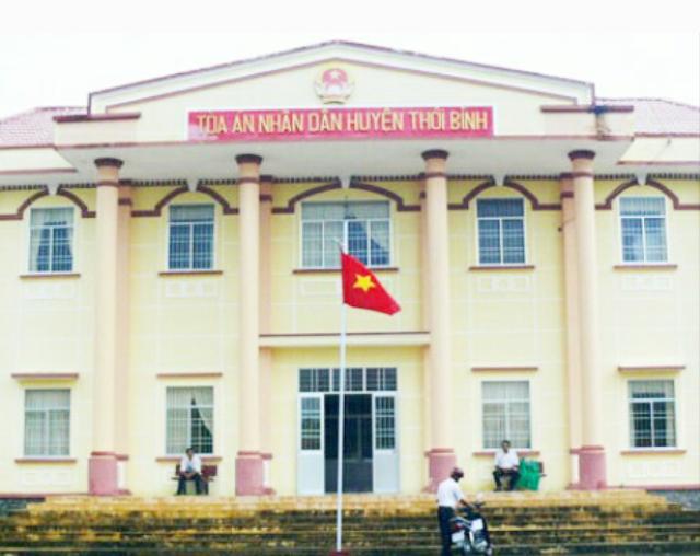 Người dân chờ đợi sẽ có một phiên tòa công tâm của TAND huyện Thới Bình.