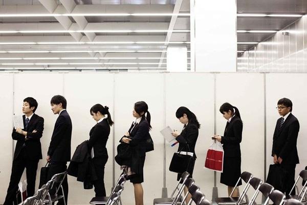 Người lao động Nhật Bản tại một hội chợ việc làm. (Ảnh: Bloomberg)