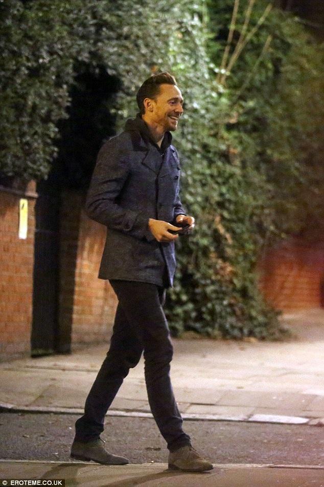 Tom Hiddleston vừa giành giải Quả Cầu Vàng và được nói tới nhiều gần đây bởi mối tình ngắn ngủi với công chúa nhạc đồng quê Taylor Swift