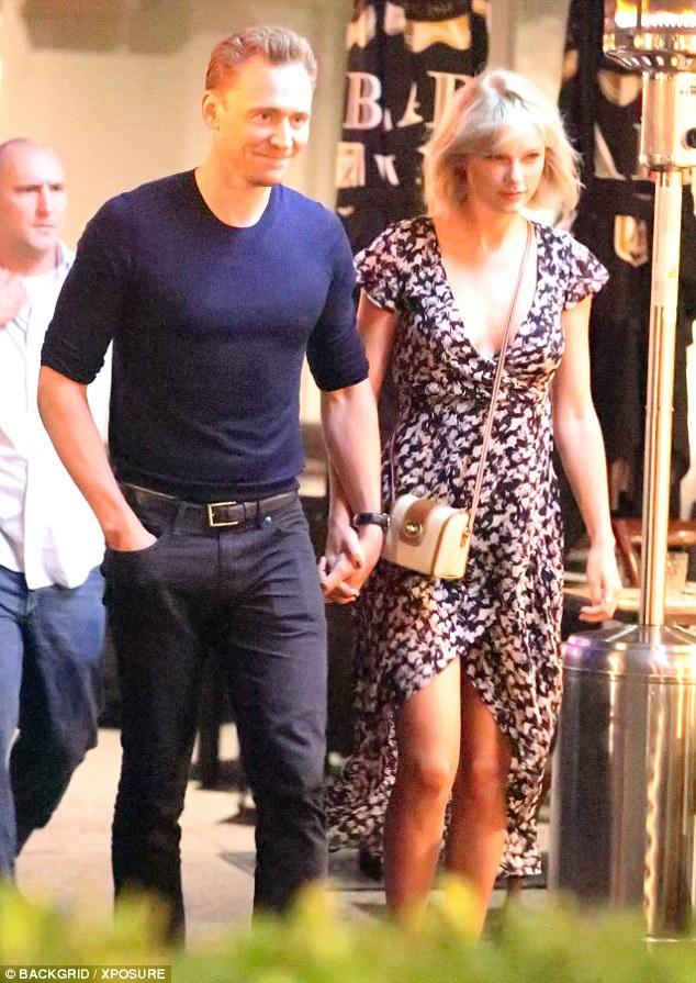 Cả nam diễn viên này và Taylor Swift đều bắn tin với báo giới rằng họ mới là người chủ động nói lời chia tay người còn lại.