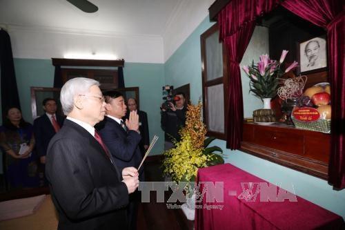Tổng Bí thư Nguyễn Phú Trọng đã dâng hương, tỏ lòng thành kính và biết ơn vô hạn đối với Chủ tịch Hồ Chí Minh.