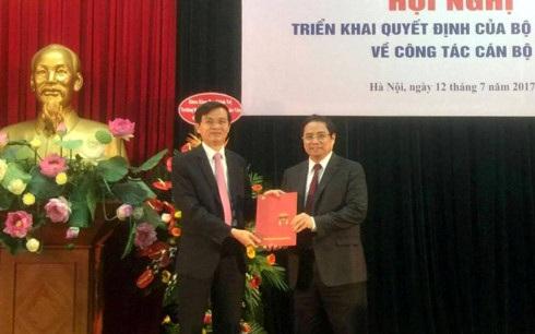 Ông Phạm Minh Chính trao quyết định phân công, bổ nhiệm của Bộ Chính trị cho ông Đoàn Minh Huấn