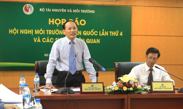 Ông Nguyễn Văn Tài - Tổng cục trưởng Tổng cục Môi trường phát biểu tại một buổi họp báo của Bộ Tài nguyên và Môi trường.