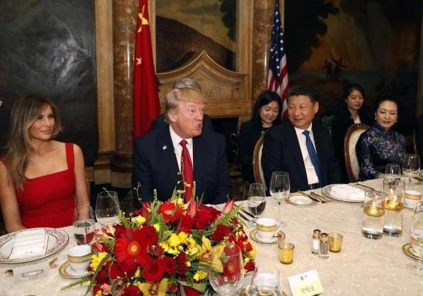Tổng thống Mỹ Donald Trump mở tiệc chiêu đãi Chủ tịch Trung Quốc Tập Cận Bình tại khu nghỉ dưỡng Mar-a-Lago hồi tháng 4. (Ảnh: Getty)