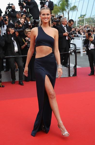 Siêu mẫu Đức Toni Garrn rạng rỡ dự LHP Cannes ngày 24/5 vừa qua