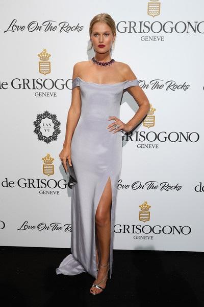 Người đẹp khoe chân dài trong tiệc tại Cannes cách đây ít ngày.