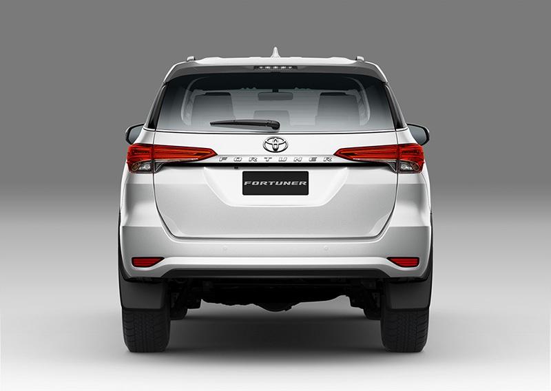 Toyota Fortuner thay đổi lớn, Honda nâng cấp Wave α - 3
