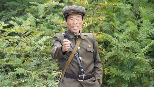 Một người lính Triều Tiên tại biên giới Triều Tiên - Trung Quốc. Ảnh: Kyodo