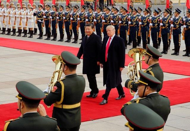 Trung Quốc đã bắn đại bác, trải thảm đỏ đón tiếp trọng thể Tổng thống Trump.