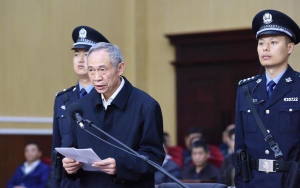 """Xôn xao một ngày ba """"tai to mặt lớn"""" Trung Quốc bị tù mọt gông - 3"""