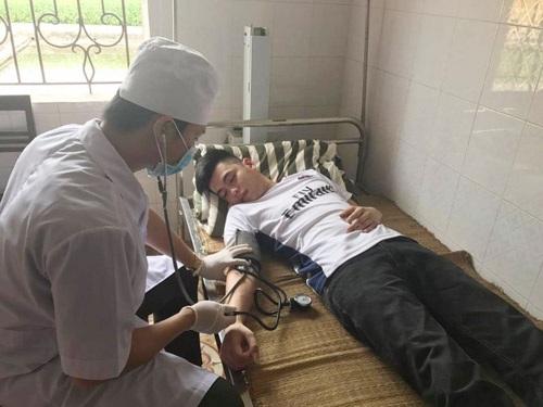 Những chiến sỹ áo trắng đang làm nhiệm vụ chữa bệnh cho phạm nhân