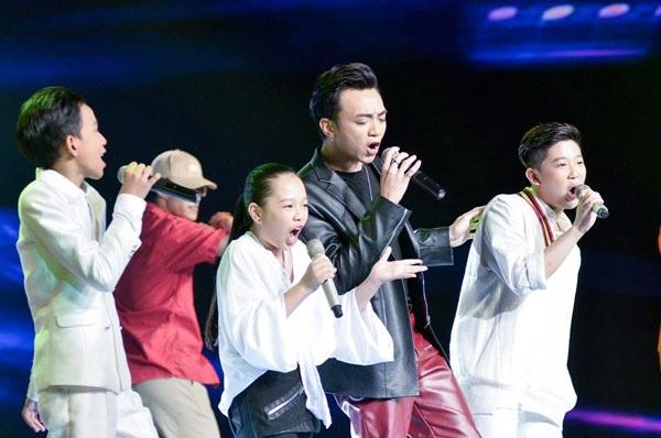 Đội HLV Soobin Hoàng Sơn.
