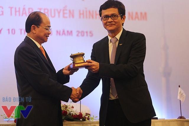 Ông Trần Bình Minh (phải) tiếp tục giữ chức vụ Tổng Giám đốc Đài Truyền hình Việt Nam. (Ảnh: VTV)