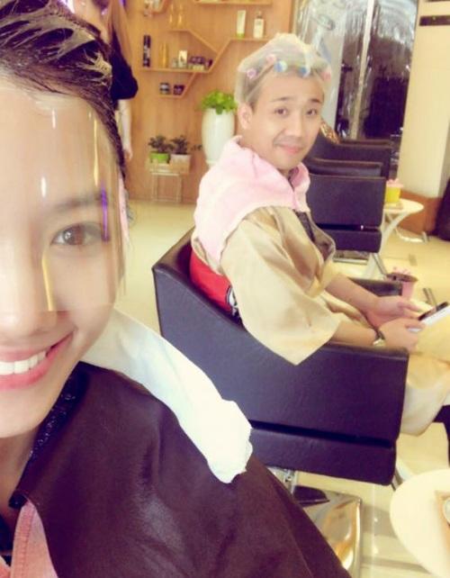 Hari đăng ảnh vợ chồng cùng nhau đi làm tóc, hình ảnh của Trấn Thành khiến không ít người phải bật cười