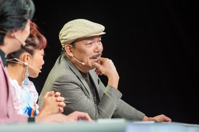 """Khi được hỏi cảm giác cùng ngồi ghế nóng với nhạc sĩ Trần Tiến, Hà Trần chia sẻ: """"Rất sợ! Tôi rất sợ hãi vì không biết tôi sẽ tranh cãi với bố Trần Tiến đến mức nào""""."""