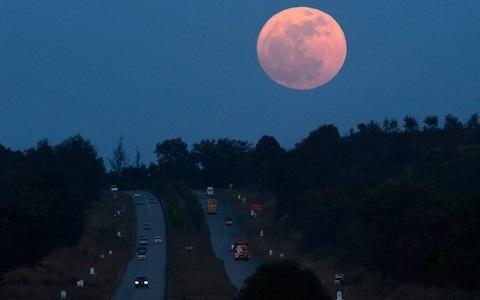 Ra đường những đêm trăng tròn có nguy cơ tai nạn cao hơn - 1