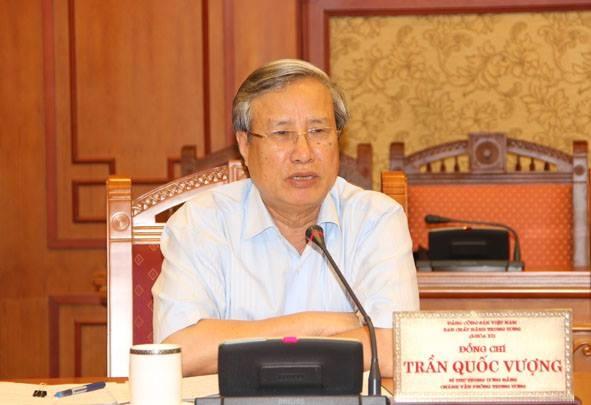Ủy viên Bộ Chính trị, Bí thư Trung ương Đảng, Chủ nhiệm Ủy ban Kiểm tra Trung ương Trần Quốc Vượng tham gia Thường trực Ban Bí thư.