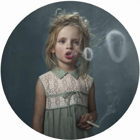 """Lời cảnh tỉnh nhức nhối từ bộ ảnh """"Những đứa trẻ hút thuốc"""" - 9"""