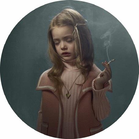 """Lời cảnh tỉnh nhức nhối từ bộ ảnh """"Những đứa trẻ hút thuốc"""" - 8"""