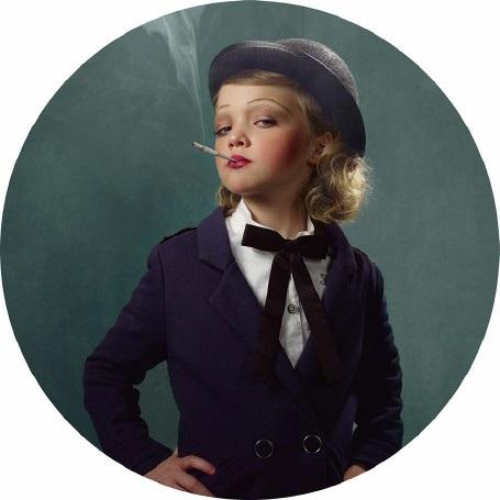 """Lời cảnh tỉnh nhức nhối từ bộ ảnh """"Những đứa trẻ hút thuốc"""" - 5"""