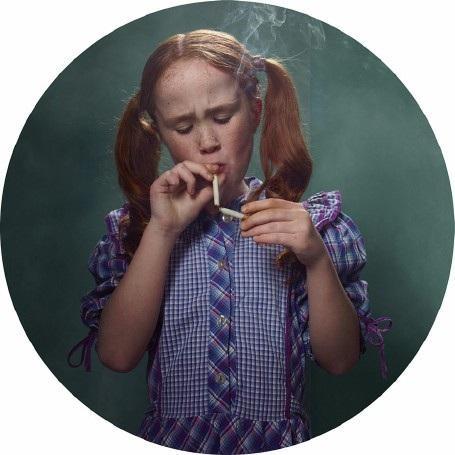 """Lời cảnh tỉnh nhức nhối từ bộ ảnh """"Những đứa trẻ hút thuốc"""" - 4"""