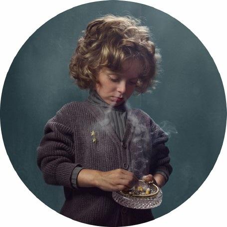"""Lời cảnh tỉnh nhức nhối từ bộ ảnh """"Những đứa trẻ hút thuốc"""" - 3"""