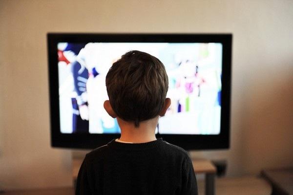 """Trẻ tăng nguy cơ mắc bệnh tiểu đường nếu dành nhiều thời gian """"dán chặt"""" vào màn hình các thiết bị công nghệ"""