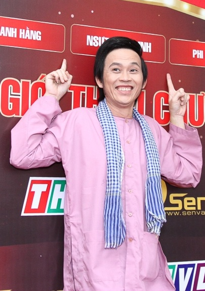 NSƯT Hoài Linh cho biết, anh vừa mới được ký giấy xuất viện, sức khỏe vừa có dấu hiệu ổn định đã lập tức chạy sang tham dự chương trình.
