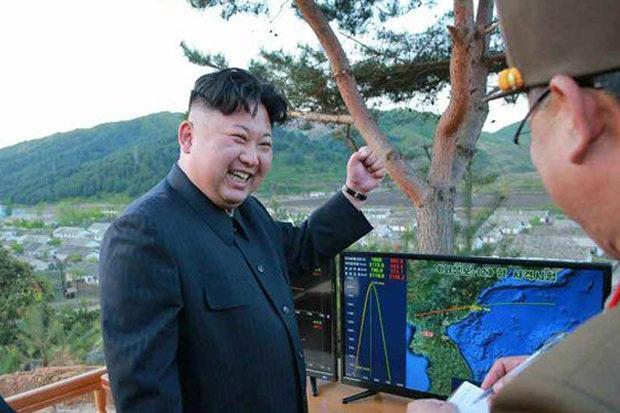 Ông Kim Jong-un hồi đầu năm từng tuyên bố Triều Tiên đang phát triển tên lửa đạn đạo xuyên lục địa.