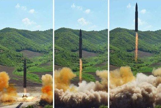 Vụ phóng tên lửa Hwasong-14 hôm 4/7 của Triều Tiên (Ảnh: Sun)